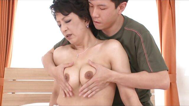 Porno caliente sin registro  Delicada adolescente amateurlatino japonesa recibe una polla dura
