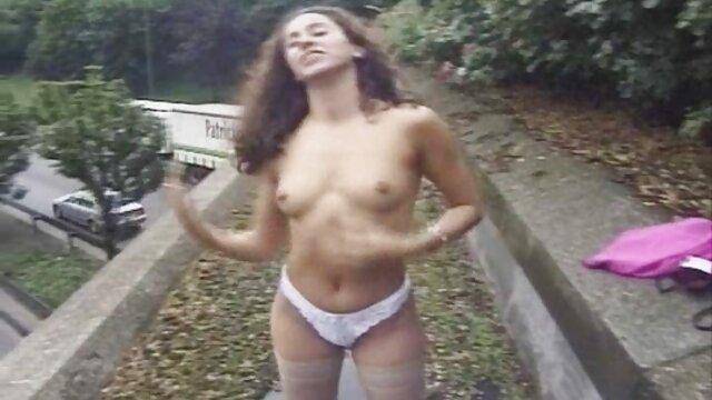 Porno gratis sin registro  Su vieja mamá amateur latino xxx se folla a una adolescente