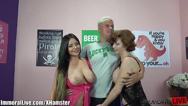 Porno caliente sin registro  Arrastrándose amatuer latino sobre strippers