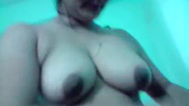 Porno caliente sin registro  Puta de pelo negro provocando su porno amatrur latino coño