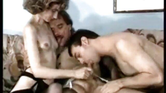 Porno caliente sin registro  Rubia solidaria en la puerta videos de sexo amateur latino