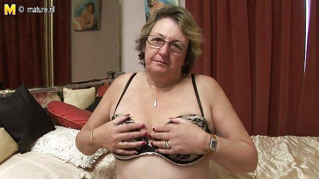 Porno caliente sin registro  Chica con potno amateur latino calcetines largos se mete un juguete rosa en el coño
