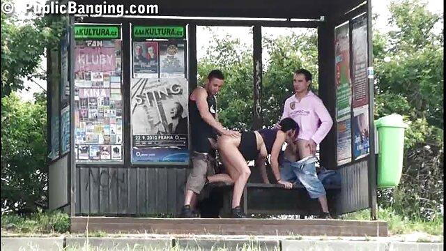 Porno caliente sin registro  Chica tetona tira de los pechos mientras se folla pormo amateur latino un consolador