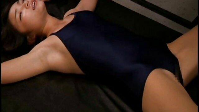 Porno caliente sin registro  Linda pprno amateur latino joven esclava asiática con corsé tiene pezones torturados por Master Len