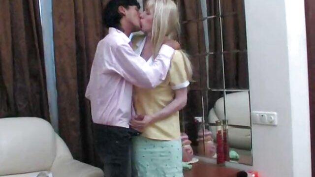 Porno caliente sin registro  Rubia cachonda besa porno amateu latino a su novia mientras es clavada por un semental