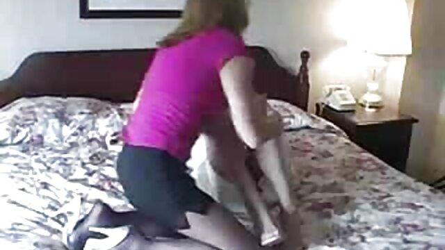 Porno caliente sin registro  Hombro lésbico para llorar amateur por no latino