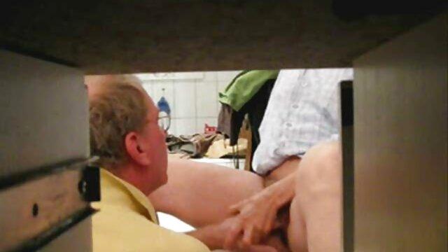 Porno caliente sin registro  Buzos follando en una piscina - Parte sexo latino amateur 1