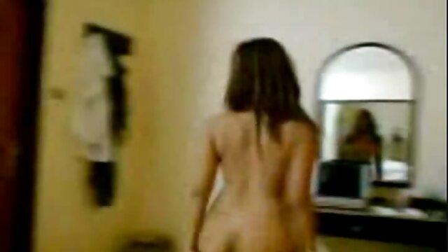 Porno caliente sin registro  Brandi videos pornos latinos amateurs y bambi follan un gran consolador de madera