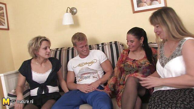 Porno caliente sin registro  Una joven pareja de lesbianas muy amateu latino muy sexy! M & N