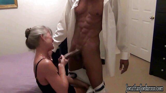 Porno caliente sin registro  Rubia amateur cachonda se folla a un videosamateurlatino extraño en el baño público