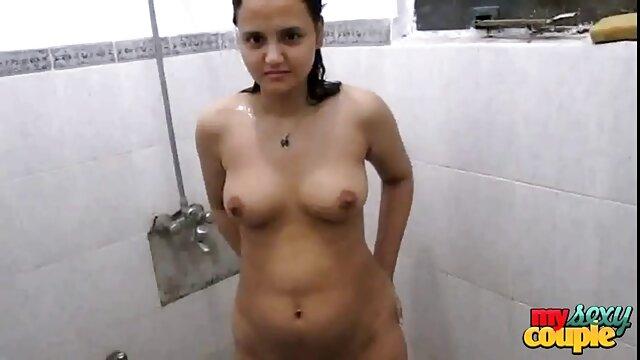 Porno caliente sin registro  Mujer tetona caliente amater latino chupando y montando una polla madura