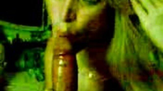 Porno caliente sin registro  Diversión adolescente en casa flotante amateur latino vip
