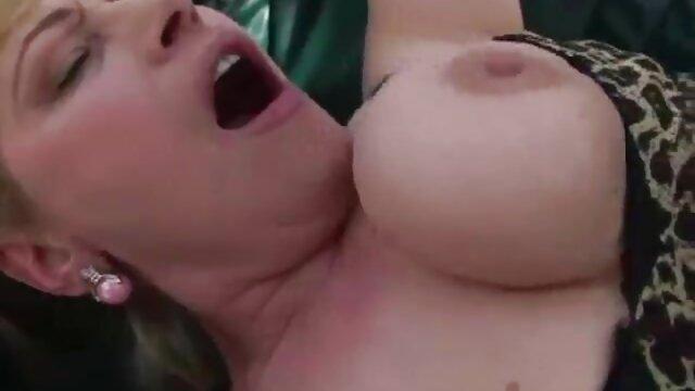 Porno gratis sin registro  Hermosa rubia es follada por un negro colgado y recibe una carga en amateur xxx latino su culo