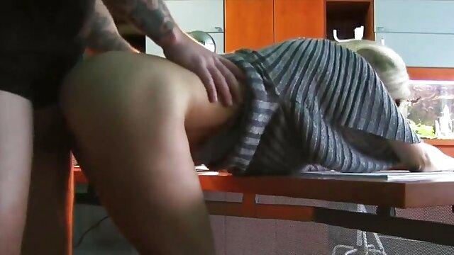 Porno caliente sin registro  El coño de mamá pide que amateu latino le toquen los dedos