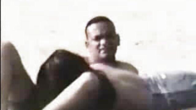 Porno caliente sin registro  Finalmente pillé la masturbación matutina de mi mamá latinoamateur cachonda