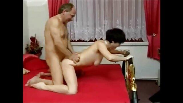 Porno caliente sin registro  Gran erección empujando un exótico coño pornolatinoamateur latina