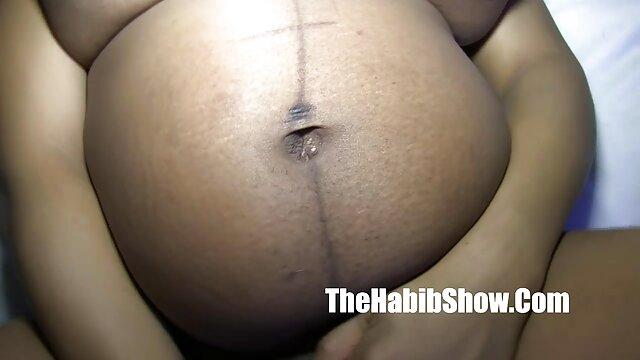 Porno gratis sin registro  Lesbea tetona lesbiana tiene orgasmo amateurlatinovip en el punto g durante el sexo con jabón