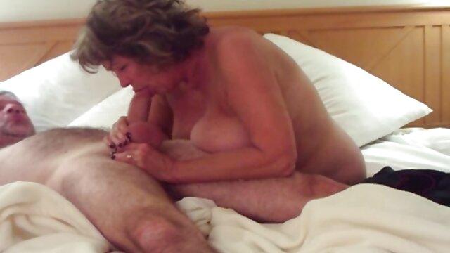 Porno caliente sin registro  Nena recogida amateu latino de rodillas traga semen